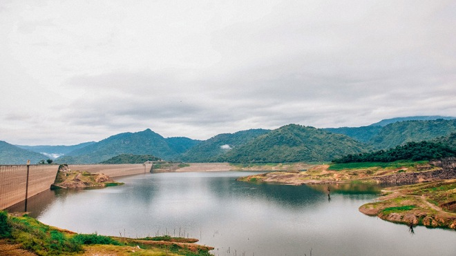 The longest concrete dam in the world Khun Dan Prakarn Chon Dam