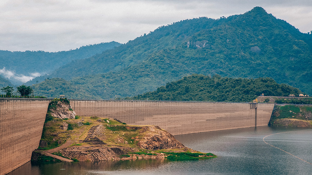 The longest concrete dam in the world Khun Dan Prakarn Chon Dam, Thailand