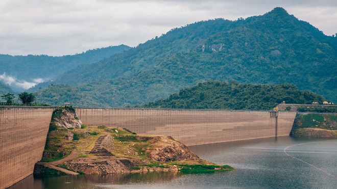 The longest concrete dam in the world Khun Dan Prakarn Chon Dam, Thailand